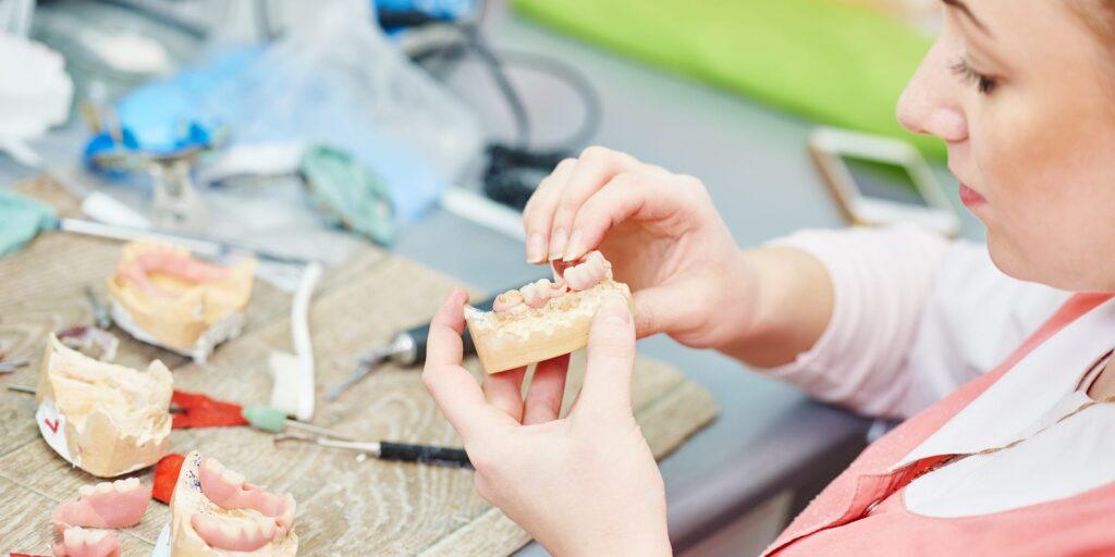 manipulacion ceramicas noritake 1024x512 - Resultados exitosos con cerámicas de Noritake